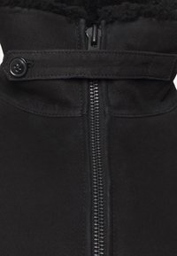 CLOSED - SHEARLING BOMBER - Leather jacket - black - 2