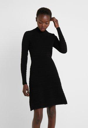 SUMEEYA - Strikket kjole - black