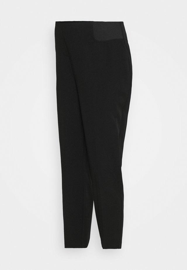 MATERNITY UNDERBUMP ANKLE GRAZER - Spodnie materiałowe - black