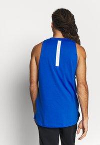 Under Armour - BASELINE  - Sports shirt - versa blue/white - 2