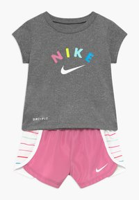 Nike Sportswear - SPRINTER SET - Trousers - magic flamingo - 0