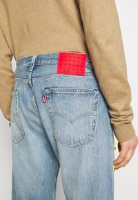 Levi's® - LEVI'S® X LEGO 501® '93 STRAIGHT - Jeans Straight Leg - studs on top - 6