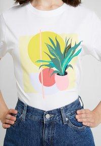 Merchcode - LADIES PLANT ART TEE - T-shirts med print - white - 4