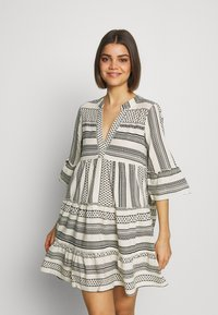 Vero Moda - VMDICTHE TUNIC - Day dress - birch/dicthe/black - 0