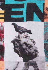 STAPLE PIGEON - ICONS UNISEX - Shorts - black - 6