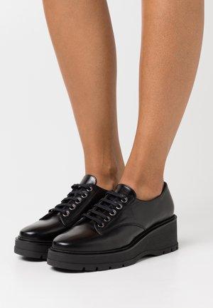 GONDOLA - Šněrovací boty - black