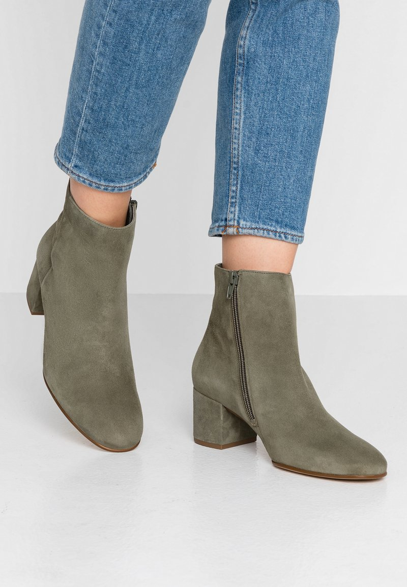 Högl - Classic ankle boots - khaki