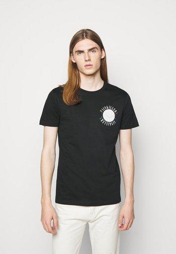 MENS SLIM FIT PAINKILLERS - Print T-shirt - black