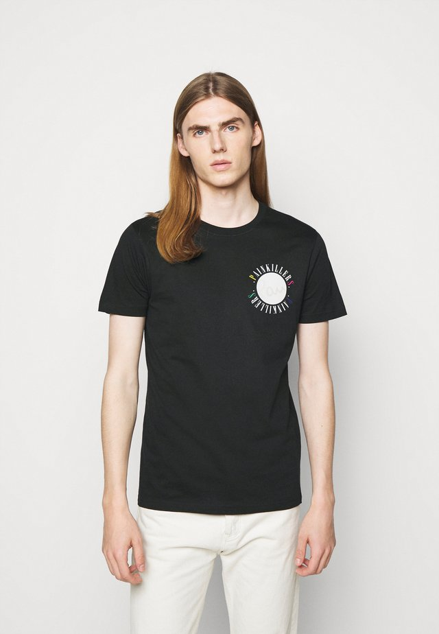 MENS SLIM FIT PAINKILLERS - T-shirt con stampa - black