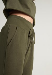 Tezenis - Tracksuit bottoms - eco green - 2
