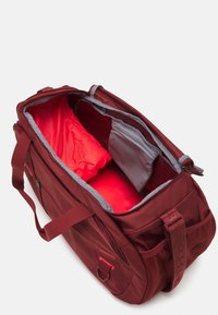 Under Armour - UNDENIABLE  - Sports bag - cinna red - 3