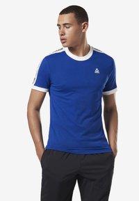 Reebok - TRAINING ESSENTIALS LINEAR LOGO TEE - Print T-shirt - blue - 0