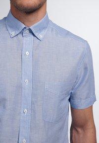 Eterna - SLIM FIT - Shirt - hellblau/weiß - 2