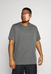 Pier One - 3 PACK - Basic T-shirt - khak/ grey /black - 3