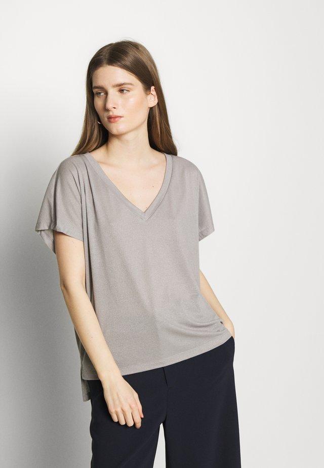 SVANA - T-shirt med print - grey/silver