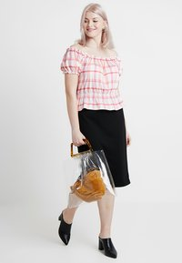 New Look Curves - CHECK MILKMAID - Triko s potiskem - pink - 2
