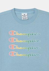 Champion - COLOR LOGO CREWNECK - Print T-shirt - blue - 2