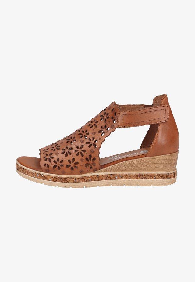 Sandalen met sleehak - muskat