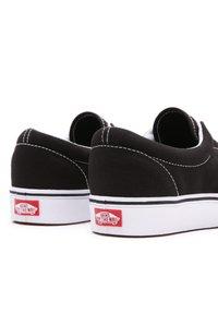 Vans - UA COMFYCUSH ERA - Sneakers - black - 4