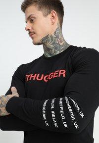 Mister Tee - THUGGER CHILDROSE CREWNECK - Sweatshirt - black - 4