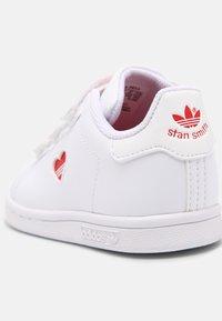 adidas Originals - STAN SMITH UNISEX - Trainers - white/vivid red - 4