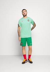 Nike Performance - PORTUGAL - Klubtrøjer - mint/sport red - 1