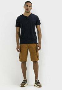 camel active - REGULAR FIT - Shorts - cinnamon - 1