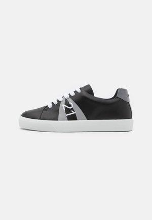 GYMNIC - Matalavartiset tennarit - black/grey