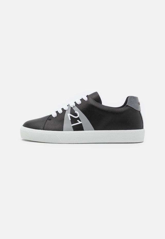 GYMNIC - Tenisky - black/grey