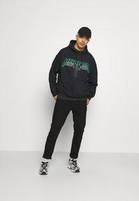 Mennace - OF DEATH HOODIE - Sweatshirt - washed black - 1