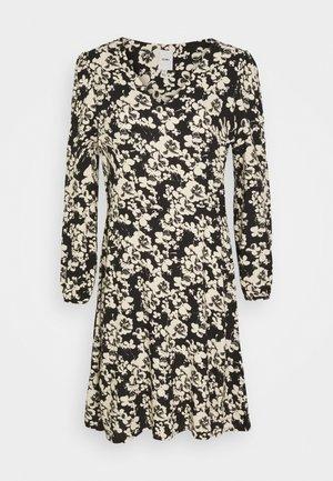 IHVERA - Denní šaty - tapioca