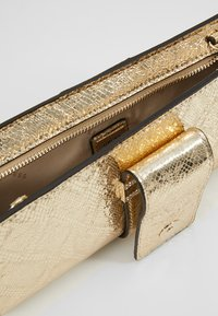 Guess - HIGHLIGHT WRISTLET - Pochette - gold - 4