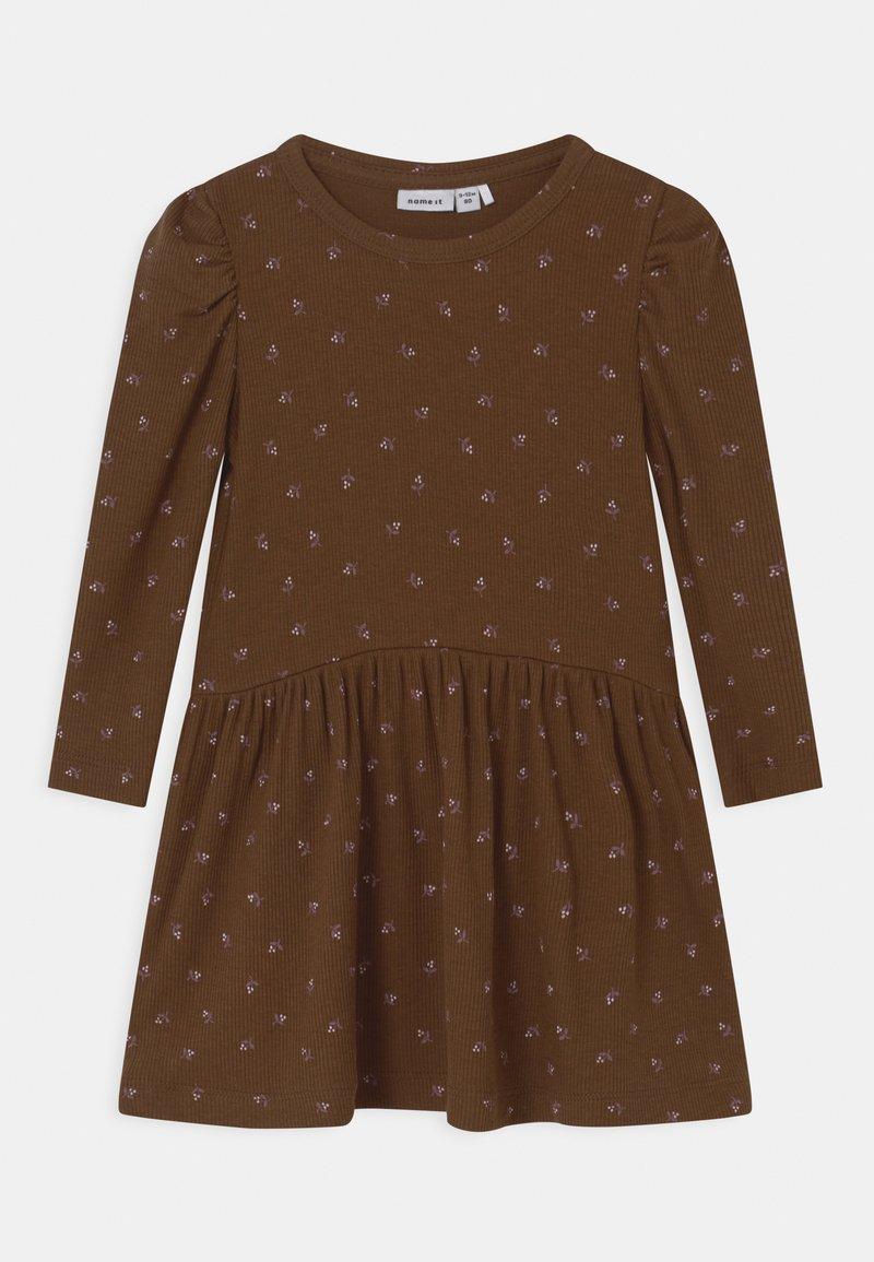 Name it - NMFDAISIA - Robe en jersey - brown