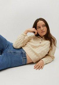 Mango - CATHERIN - Flared Jeans - middenblauw - 4