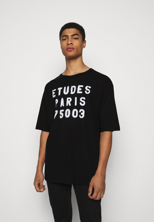 MUSEUM STENCIL UNISEX - T-shirt print - black