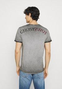 Key Largo - HILL ROUND - T-shirt con stampa - anthracite - 2