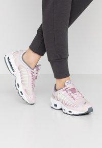 Nike Sportswear - AIR MAX TAILWIND - Sneakersy niskie - barely rose/smoke grey/plum dust/white/fossil - 0