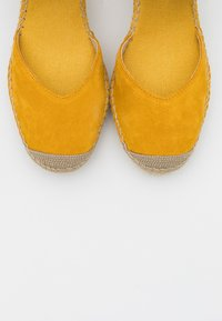 Vidorreta - High heeled sandals - mostaza - 5
