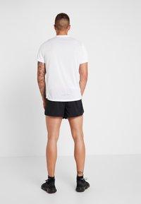 Nike Performance - AEROSWIFT SHORT - Träningsshorts - black/white - 2