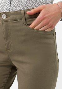 BRAX - STYLE SHAKIRA S - Slim fit jeans - khaki - 3