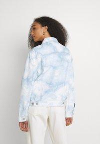 Levi's® - EX BOYFRIEND TRUCKER - Denim jacket - scribble down - 2