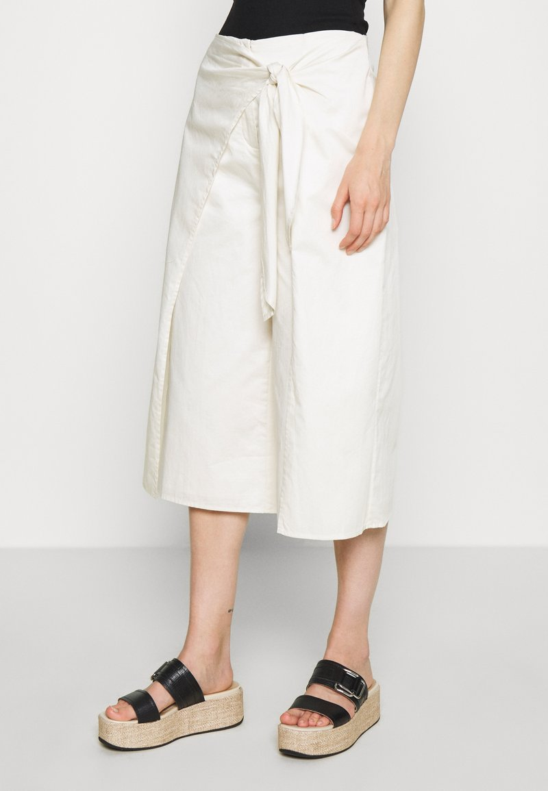 Who What Wear - OVERWRAP CULOTTES - Trousers - powder