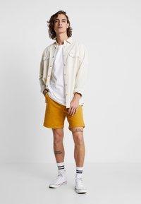 Nudie Jeans - LUKE - Denim shorts - tumeric - 1