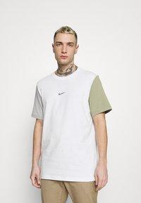 Nike Sportswear - TEE - Print T-shirt - white/summit white - 0