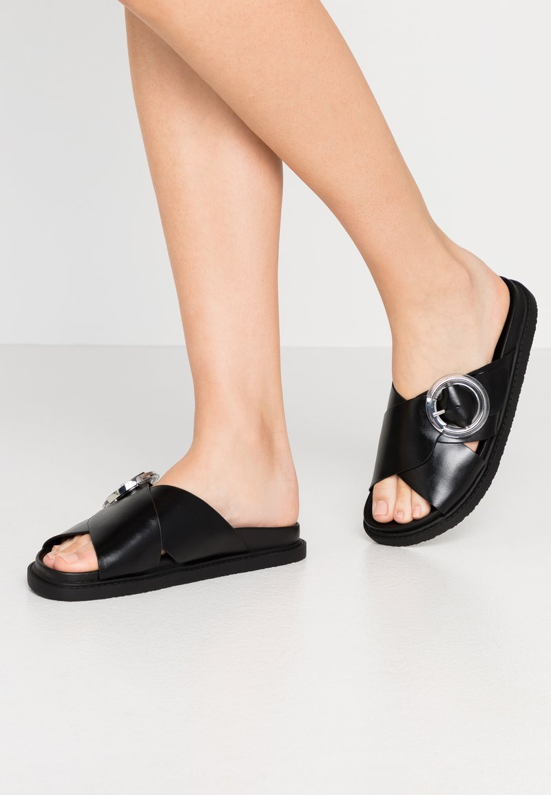 Topshop Wide Fit - WIDE FIT PEDRO FOOTBED - Mules - black