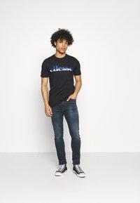 Ellesse - FILIP - Print T-shirt - black - 1