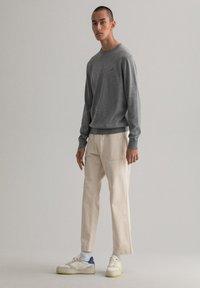GANT - Stickad tröja - dark grey melange - 1