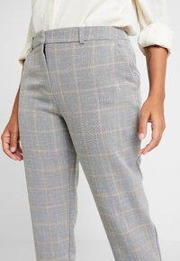 Dorothy Perkins Petite - NAPLES GRAZER - Trousers - grey - 4