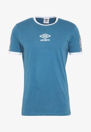 RINGER TAPED LOGO TEE - Camiseta estampada - stellar/brilliant white
