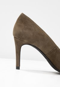 Paco Gil - MINA - Classic heels - dehesa - 2